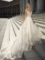 Exquisite,  Elegant and Classy Collection of Bridal Gowns in London